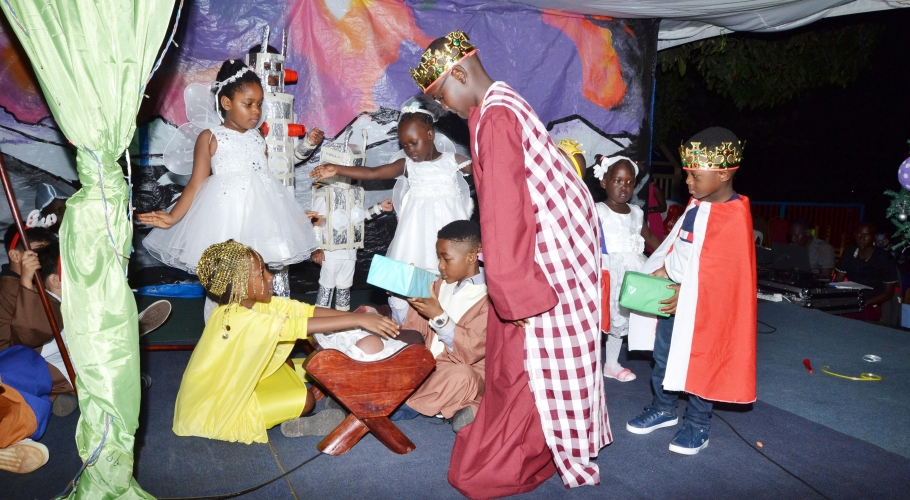 Entebbe Junior -  An Out of This World Christmas Production033