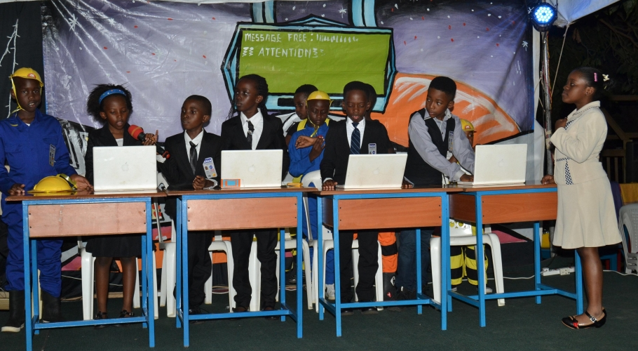 Entebbe Junior -  An Out of This World Christmas Production045