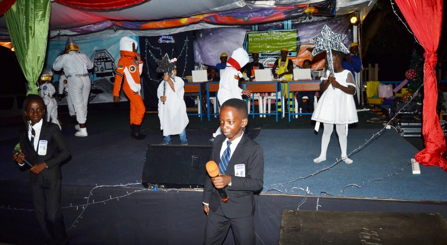 Entebbe Junior -  An Out of This World Christmas Production041